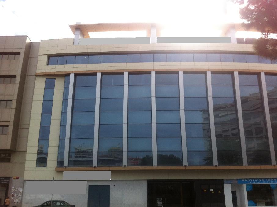 Oficina a medida en edificio representativo malher for Oficinas de correos en malaga